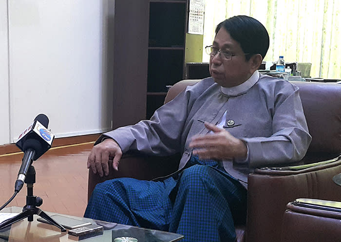 G38N5A Nay Pyi Taw, Myanmar. 9th June, 2016. Myanmar's Information Minister U Pe Myint speaks during an interview with Xinhua in Nay Pyi Taw, Myanmar, June 9, 2016. The Myanmar new government is carrying out state media reform systematically in a bid to get close touch with the people as part of its 100-day program since taking office, Information Minister U Pe Myint said Thursday. © Wai Yan/Xinhua/Alamy Live News