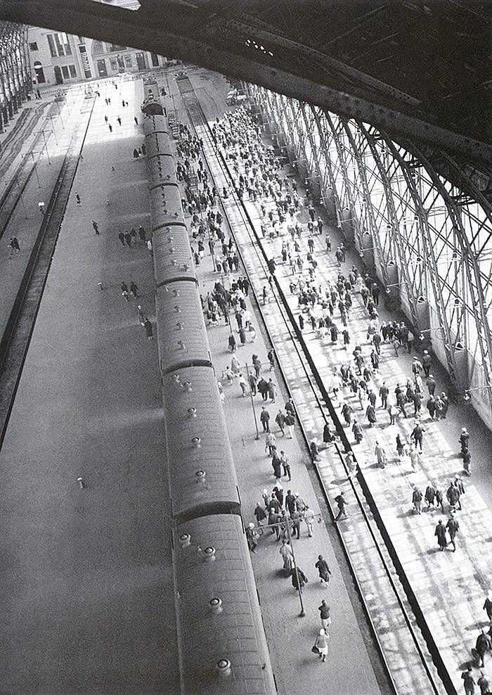 Kievsky Station, 1936, Arkady Shaikhet  Russian Pavilion, Venice Biennale  Courtesy Arkady Shaikhet