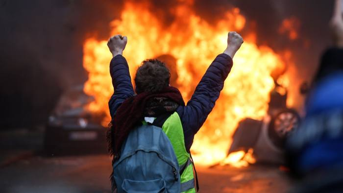 Anti-Macron protests end in violence and arrests | Financial Times