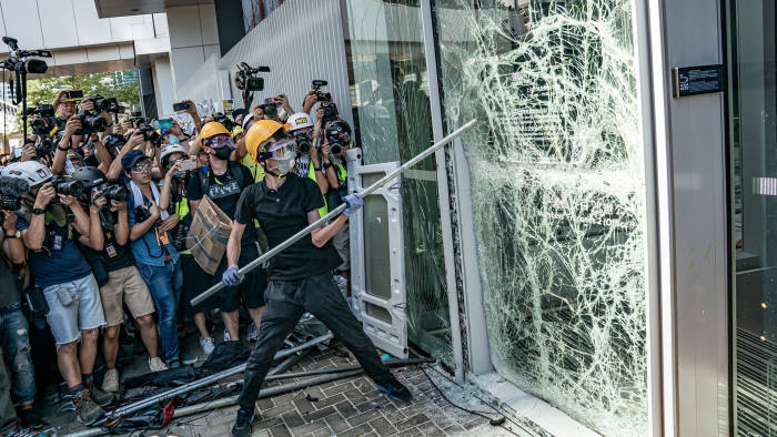 Rioters damaging buildings, especially government buildings (including polic stations), and offices of mainland related organizations