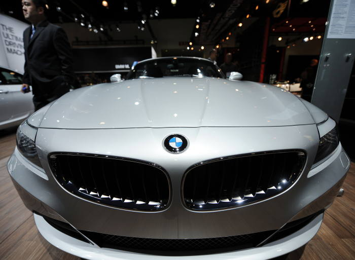 BMW to recall 300,000 cars in UK due to power loss defect