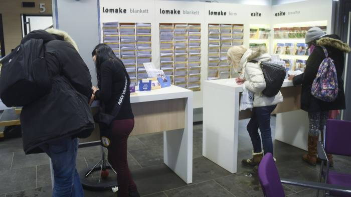 epa05698902 A photograph made available on 05 Jnaury 2017 showing clients in Finnish Social Insurance Institution Kela office in Helsinki, Finland 04 January 2017. Finnish government launched at the beginning of 2017 an experiment testing an unconditional basic income. The experiment is being conducted by Finnish Social Insurance Institution Kela among 2,000 persons between ages 25 and 58, who will receive a monthly basic income of 560 euros for two years. It is a unique social innovation with the goal of reducing bureaucracy, alleviating poverty and increasing employment. EPA/KIMMO BRANDT