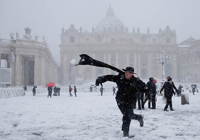 A young priest throws a snow ball during a heavy snowfall in Saint Peter's Square at the Vatican February 26, 2018. REUTERS/Max Rossi TPX IMAGES OF THE DAY