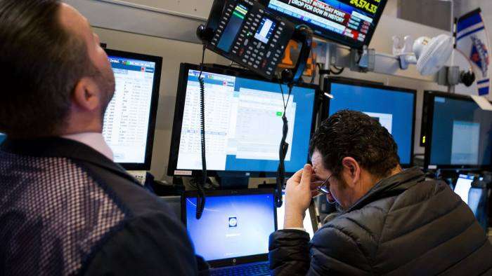 Traders work on the floor of the New York Stock Exchange (NYSE) in New York, U.S., on Monday, Feb. 5, 2018. U.S. stocks plunged, sending the Dow Jones Industrial Average down almost 1,600 points, as major averages erased gains for the year.Photographer: Michael Nagle/Bloomberg