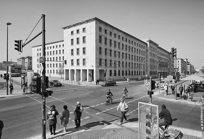 Αποτέλεσμα εικόνας για photographing Berlin before and after the fall of the wall