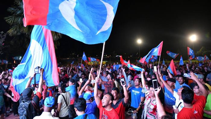 Supporters of Mahathir Mohamad, former Malaysian prime minister and opposition candidate for Pakatan Harapan (Alliance of Hope), celebrate the victory in general election outside the hotel, where Mahathir Mohamad held news conference, in Petaling Jaya, Malaysia, May 10, 2018. REUTERS/Stringer