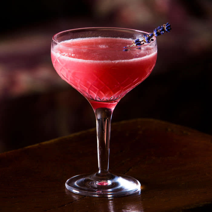 M7XNXX Mocktail, raspberry daiquiri alcohol free cocktail pictured in sophisticated lounge bar. Credit: Alamy