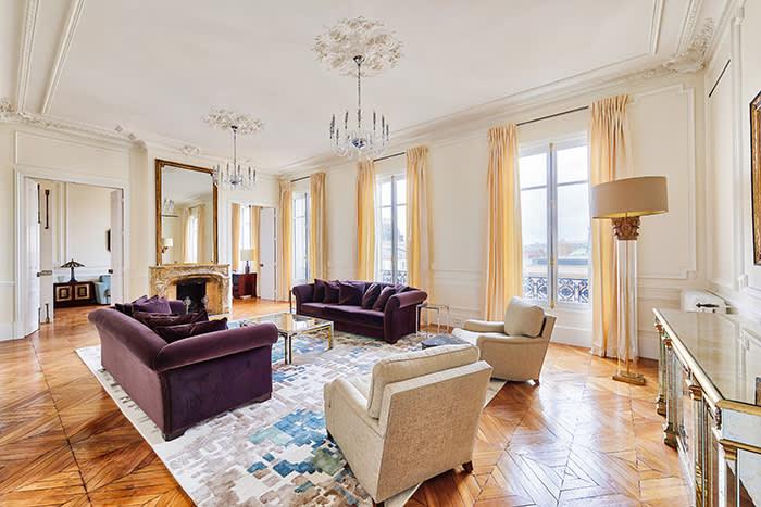 France https://vingtparis.com/properties/psu573-st-germain-lille-paris-view/
