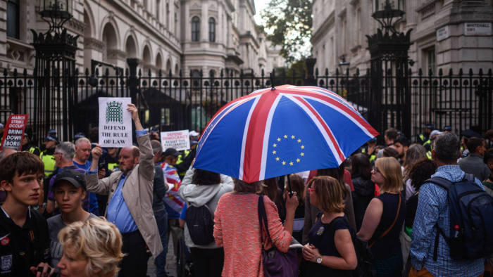 LONDON, ENGLAND - AUGUST 28: Pro-EU supporters protest on outside Downing Street on August 28, 2019 in London, England. British Prime Minister Boris Johnson has written to Cabinet colleagues telling them that his government has requested the Queen suspend parliament for longer than the usual conference season. Parliament will return for a new session with a Queen's Speech on 14 October 2019. Some Remain supporting MPs believe this move to be a ploy to hinder legislation preventing a No Deal Brexit. (Photo by Peter Summers/Getty Images)(Photo by Peter Summers/Getty Images)