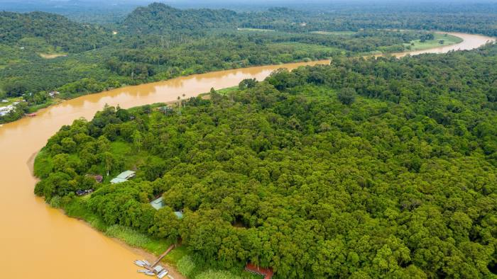 W6GXH4 Aerial drone view of a long winding river through a tropical rain forest