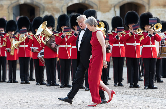 dpatop - US President Donald Trump (L) arrives to a dinner hosted by UK Prime Minister Theresa May at Blenheim Palace in Blenheim, England, 12 July 2018. Photo: Joel Goodman/London News Pictures via ZUMA/dpa