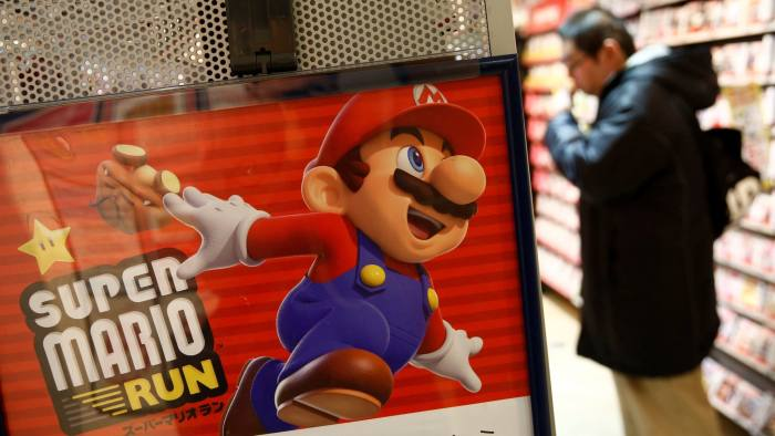 "Nintendo's ""Super Mario Run"" game poster is displayed at a video game corner of SHIBUYA TSUTAYA in Tokyo, Japan, December 21, 2016. REUTERS/Kim Kyung-Hoon"