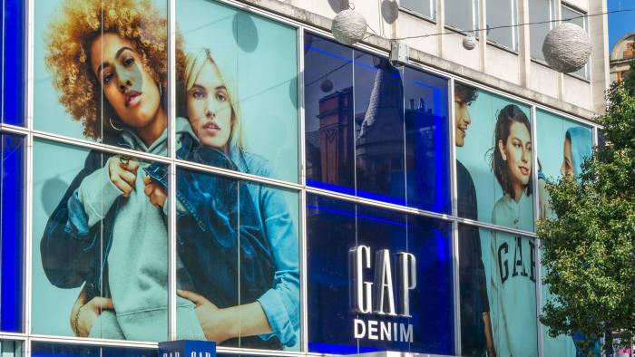 PY1J92 Branch of Gap clothing shops in Oxford Street, London.