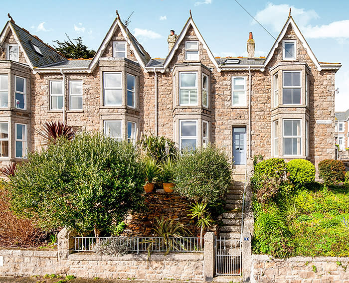 https://www.millercountrywide.co.uk/buy/property/4-bedroom-terraced-house-in-st.-ives,tr26-ref-4901223/