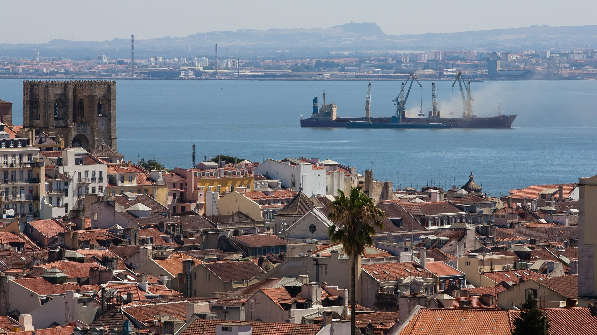 OECD signals risks to Portuguese economy despite 'marked improvements'   Financial Times