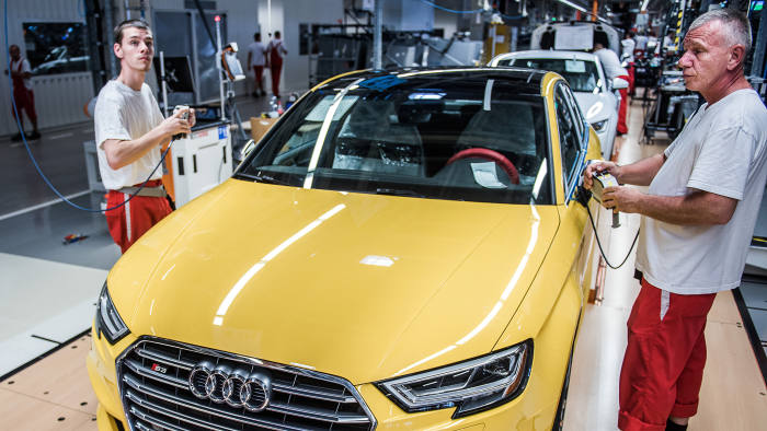 Hungary ties growth to bumper of German carmakers