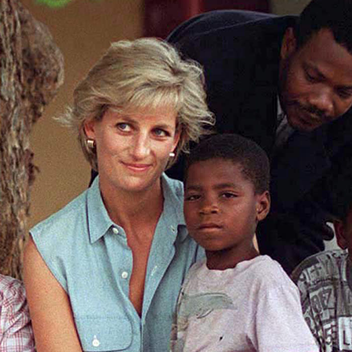 LUANDA, ANGOLA - JANUARY 14: Diana, Princess Of Wales, With Children Injured By Mines At Neves Bendinha Orthopaedic Workshop In Luanda, Angola. (Photo by Tim Graham/Getty Images)