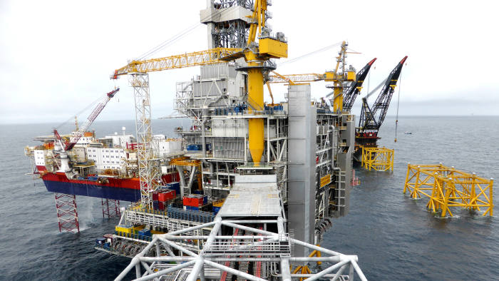 FILE PHOTO: A view of Equinor's oil platform in the Johan Sverdrup oilfield in the North Sea, Norway, August 22, 2018. REUTERS/Nerijus Adomaitis/File Photo - RC1FFFA01DE0