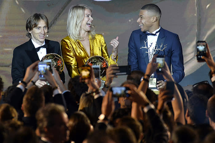 PARIS, FRANCE - DECEMBER 03: Luka Modric of Croatia and Real Madrid, Kylian Mbappe of £France and Paris Saint-Germain and Ada Hegerberg of Sweden and Olympioque Lyonnais pose with their trophy during the 2018 Ballon D'Or ceremony at Le Grand Palais on December 3, 2018 in Paris, France. (Photo by Aurelien Meunier/Getty Images)