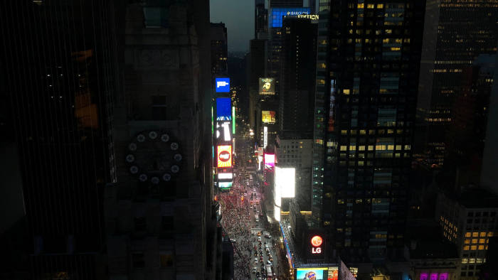 Outage plunges parts of New York into darkness | Financial Times