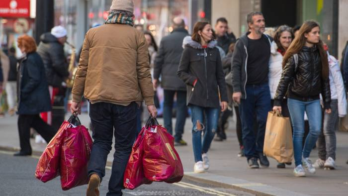 Shoppers on Oxford Street, in central London, on 'Super Saturday', the final Saturday before Christmas. PRESS ASSOCIATION Photo. Picture date: Saturday December 22, 2018. Photo credit should read: Dominic Lipinski/PA Wire
