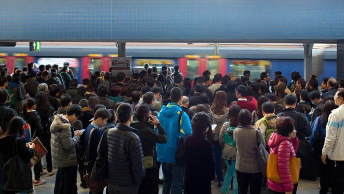 KAR84X crowd of passengers are waiting in hong kong