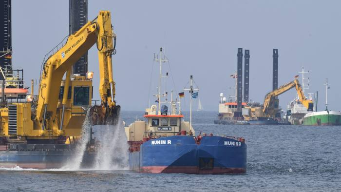MP76J1 15 May 2018, Germany, Lubmin: Excavators working on a discharge channel of the new Nord Stream 2 Baltic Sea pipeline in the Bay of Greifswald. The environmental NGO Nabu sued in an attempt to halt the project's approval and aimed to delay the start of construction with an urgent application and an interim order. The 1200-kilometer long natural gas pipeline with a capacity to carry 55 billion cubic meters of Russian natural gas to Germany every year is politically controversial. Approvals from Denmark, Russia and Sweden are still pending. Photo: Stefan Sauer/dpa-Zentralbild/dpa
