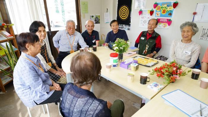 Dementia cafe in Matsudo , Japan - photographer - Tokuyuki Matsubuchi/FT
