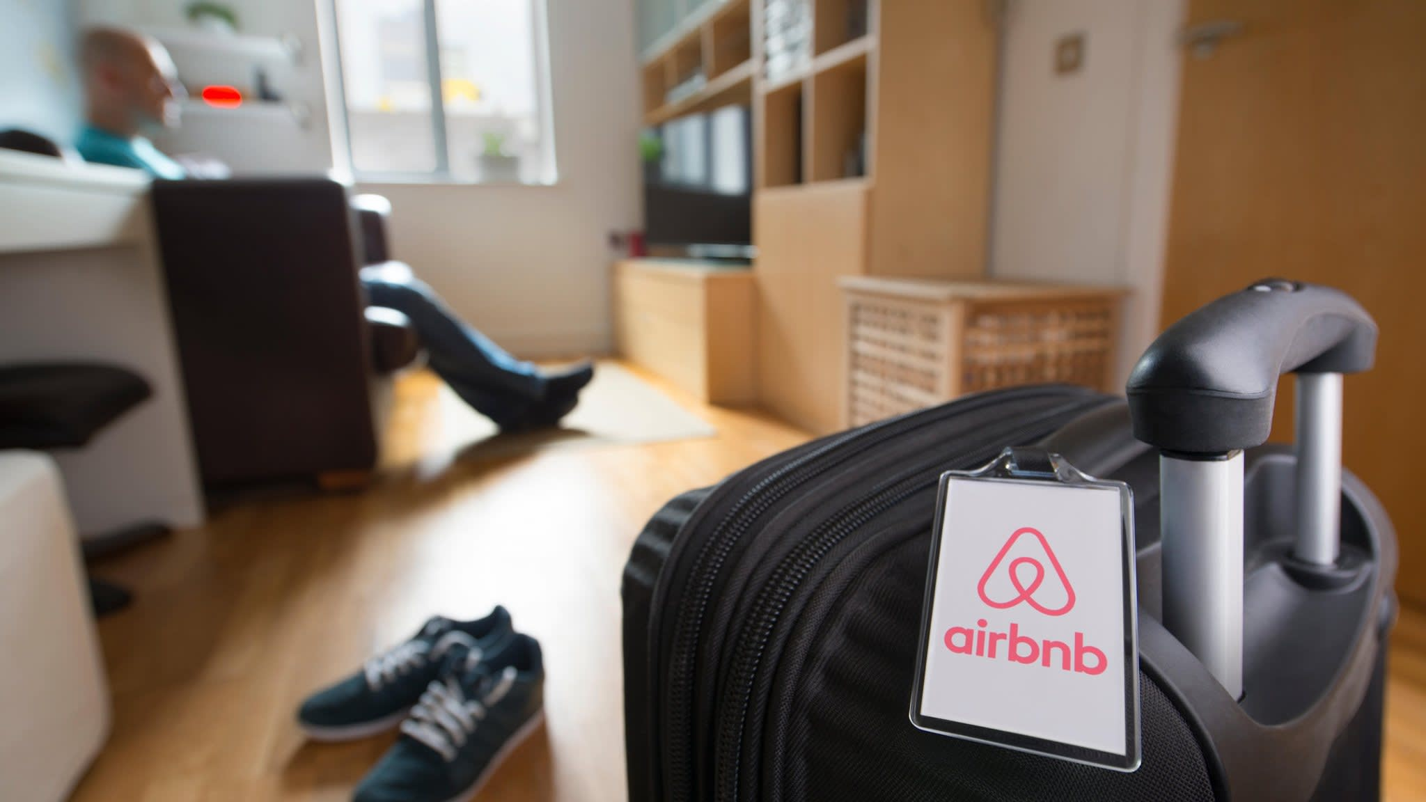EU warns Airbnb on pricing transparency
