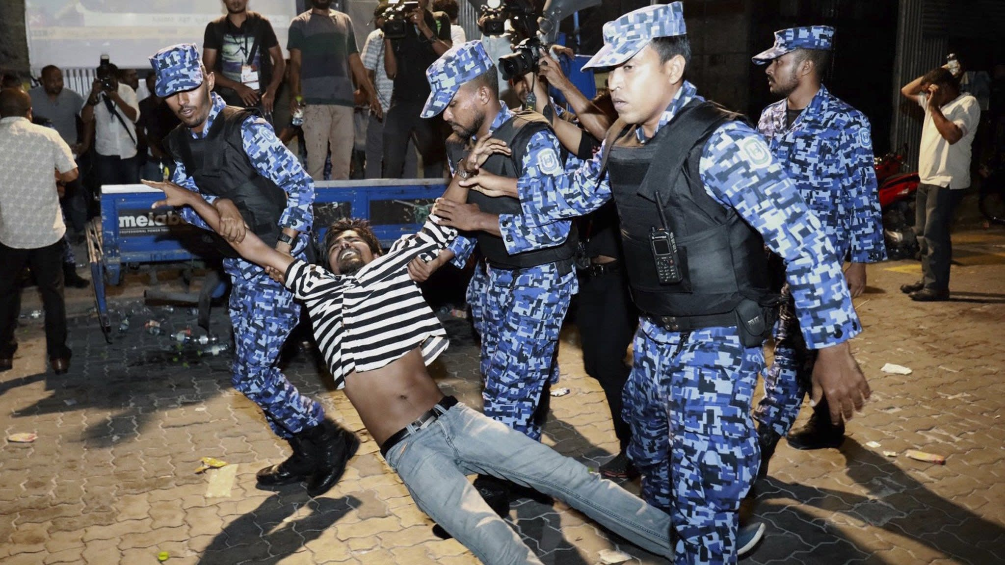 India pressed to send in troops to resolve Maldives crisis
