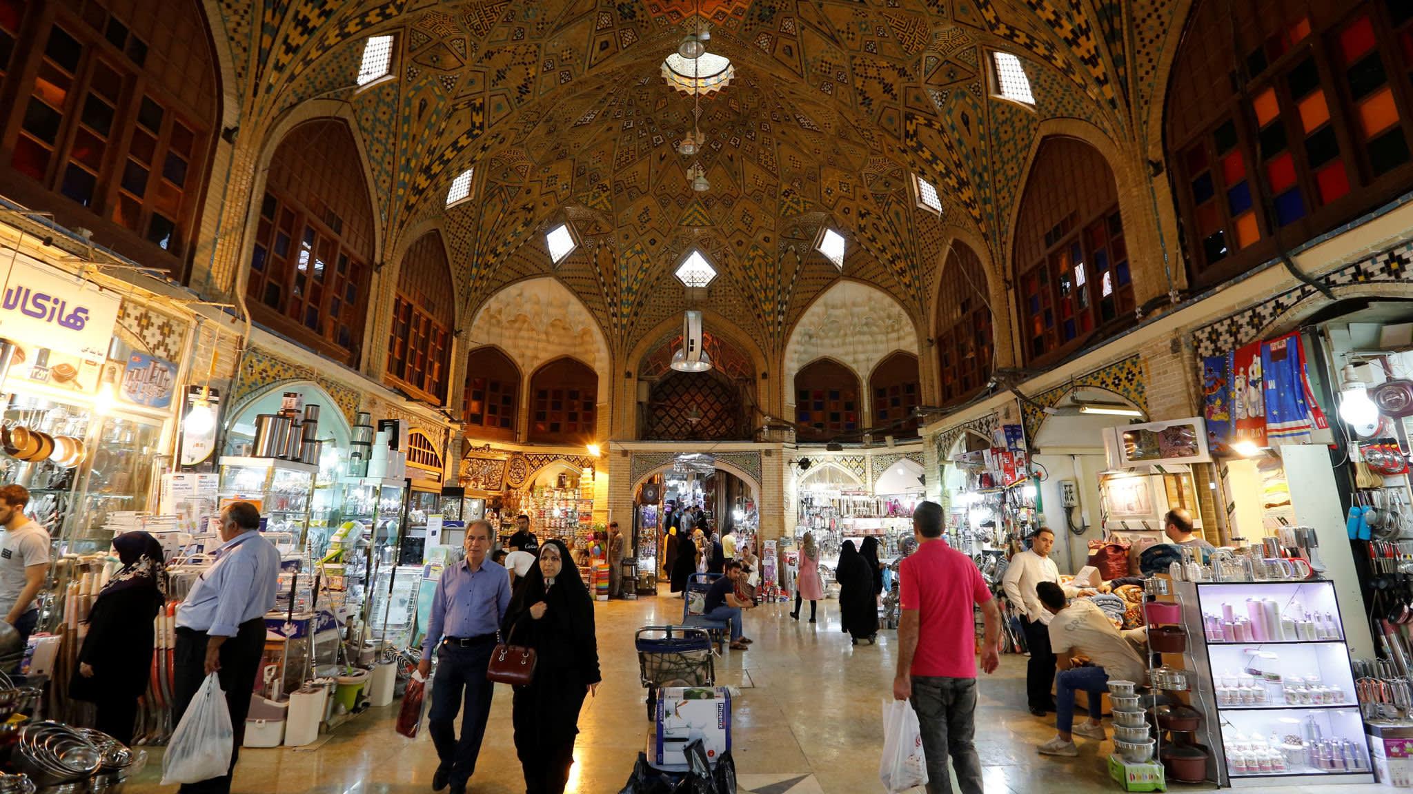 Mistrust infects Iran's bazaars as sanctions bite