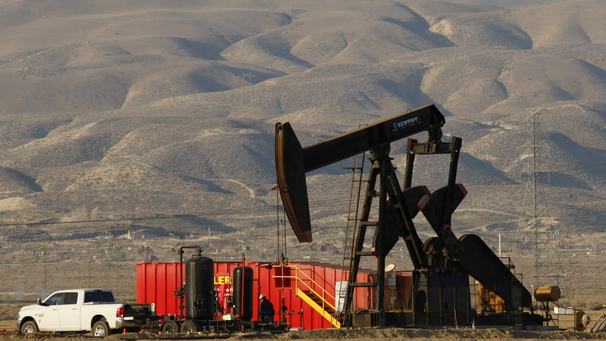 US oil production surges to new record