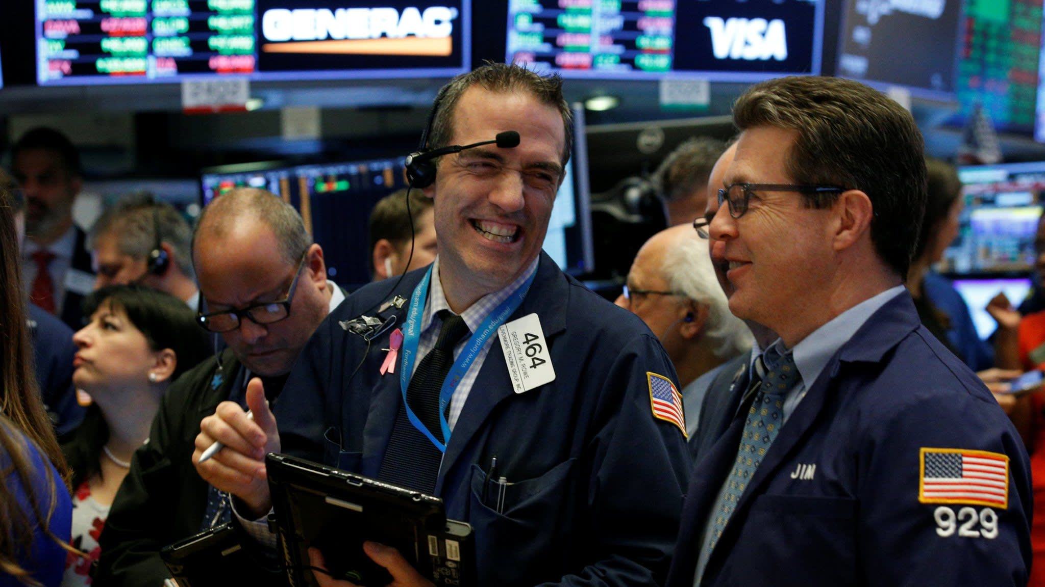 US stocks hit fresh record on booming economy