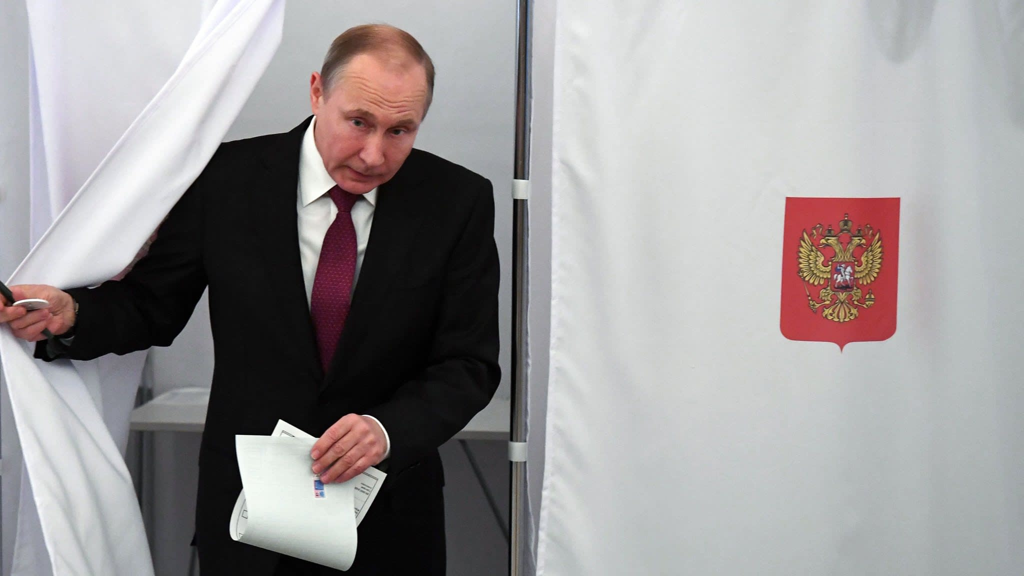 Russia exit polls point to landslide win for Putin