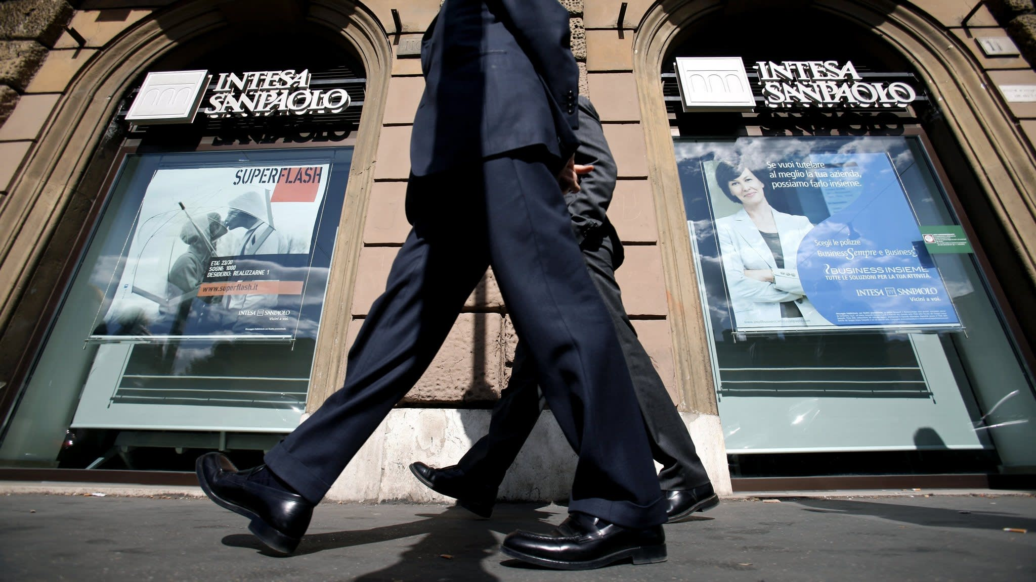 Italian sell-off hits debt sales of companies and banks