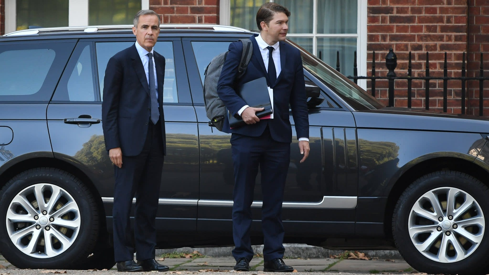 Carney predicts £16bn bounce to UK economy from Chequers Brexit deal