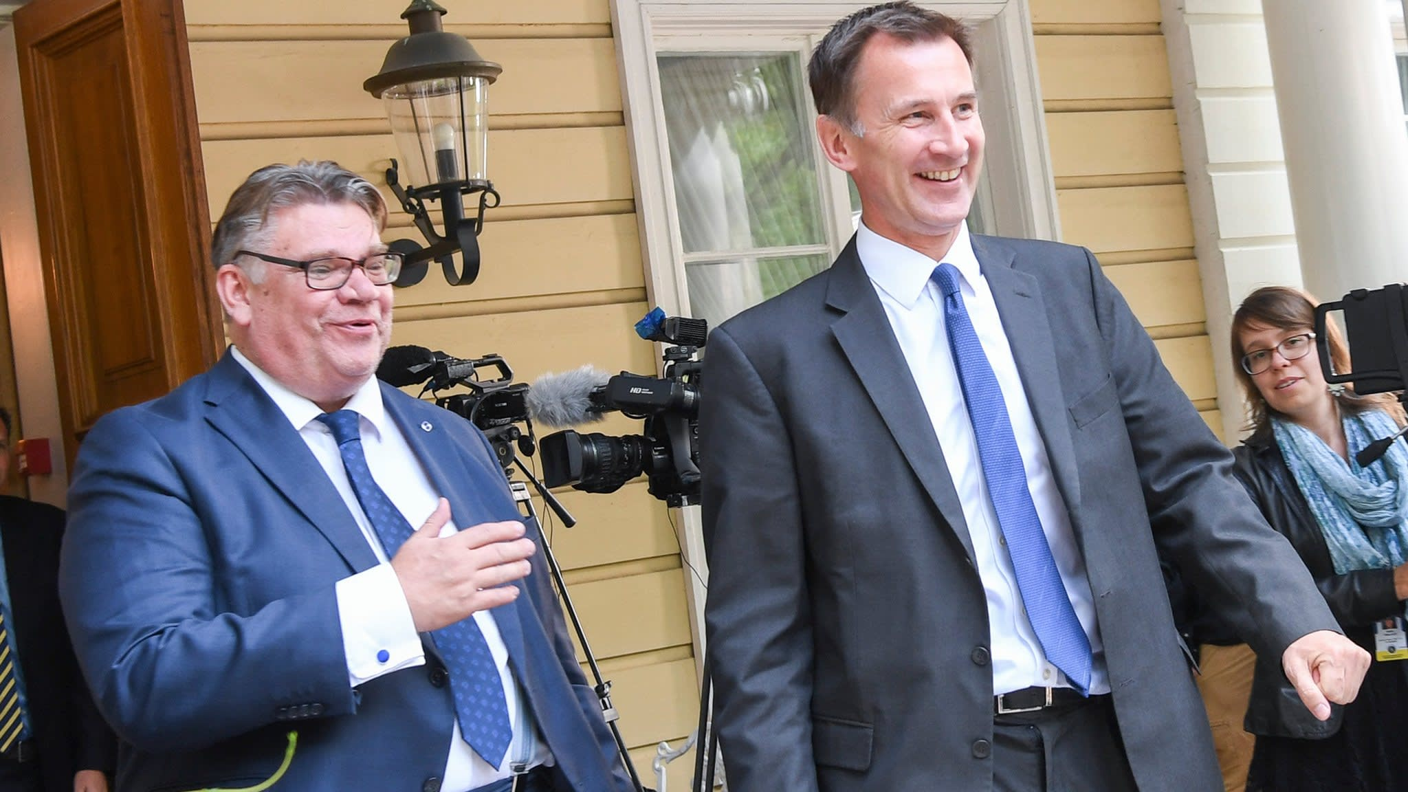 Hunt steps up Europe lobbying with Chequers Brexit plan