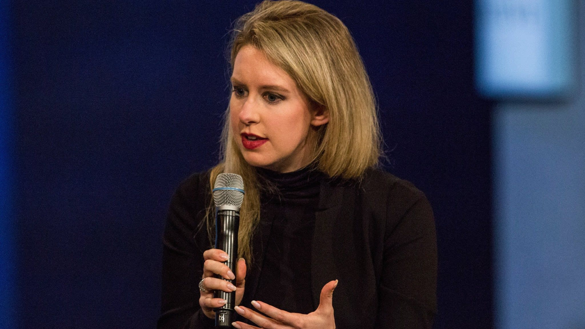 Theranos adviser leaves blood testing group