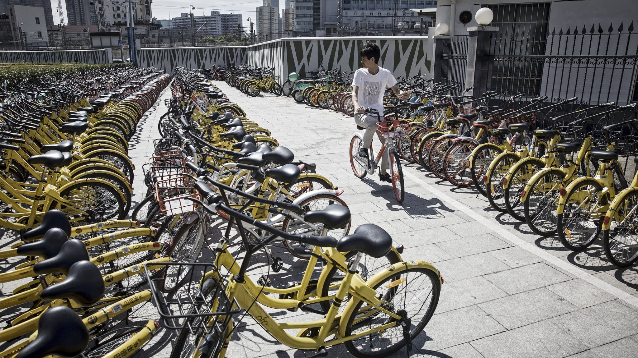 Uber joins bicycle-sharing peloton with Jump Bikes deal