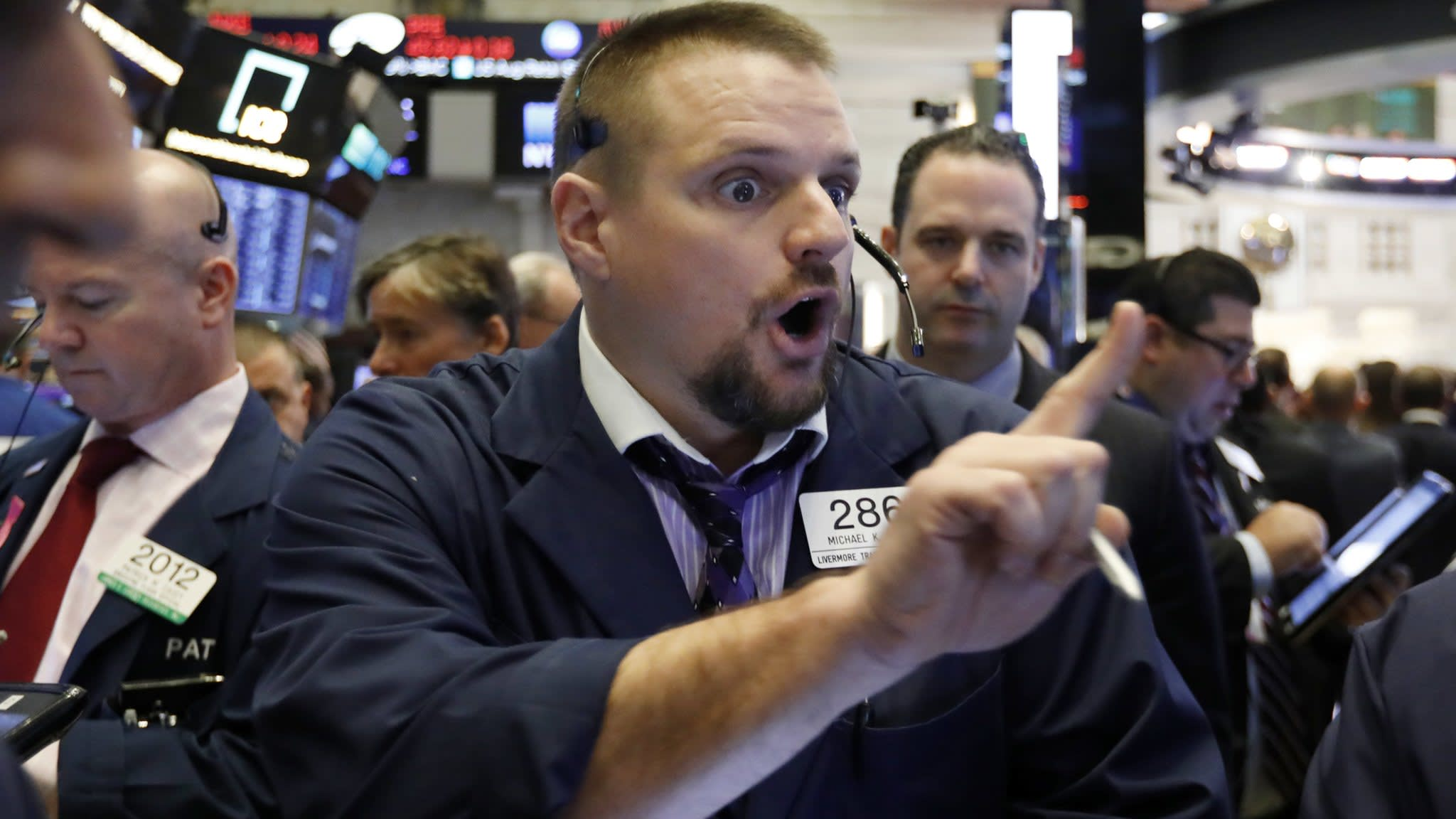 Wall Street falls on growth and political concerns