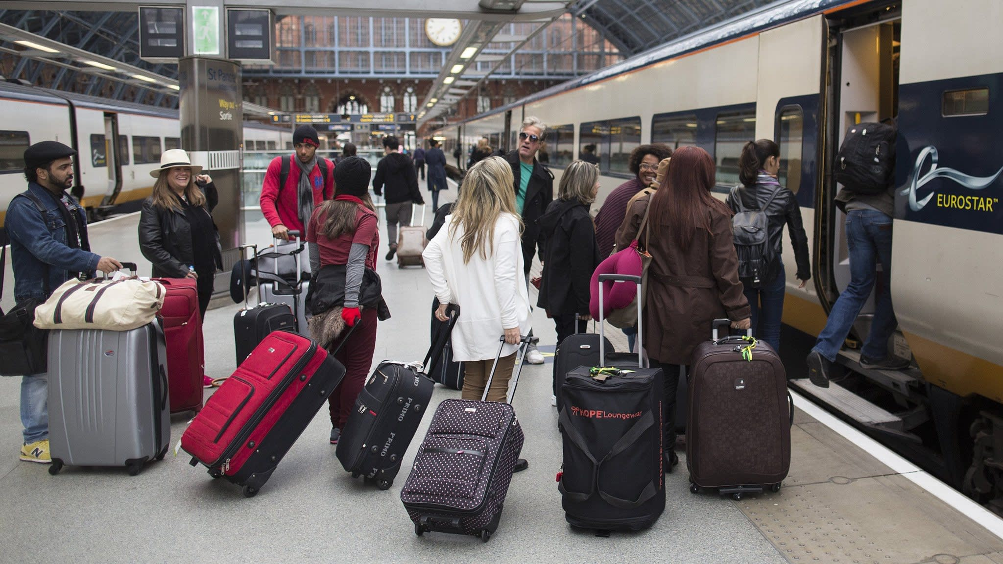 'Unmanageable' crowds prompt Eurostar staff to strike