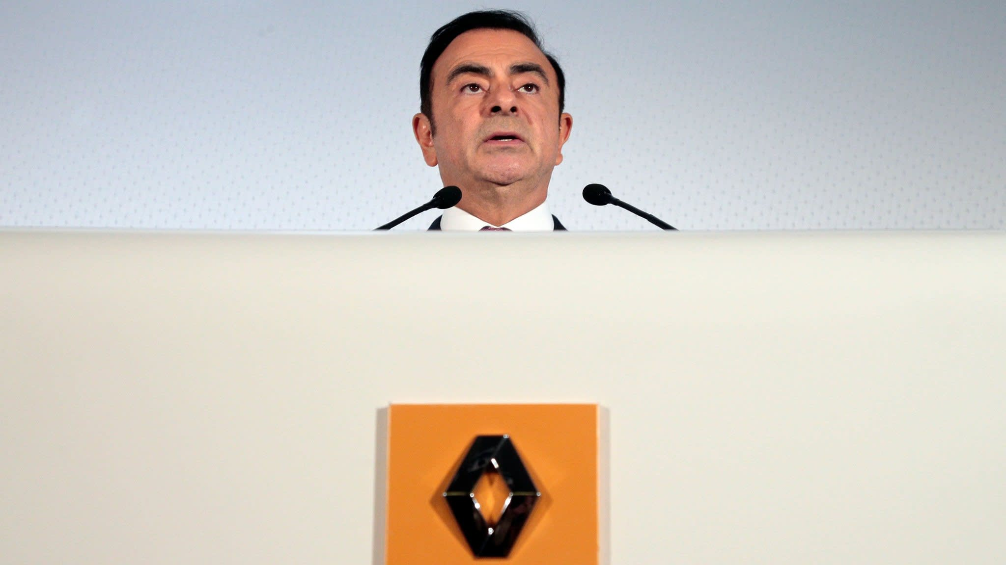 Carlos Ghosn to continue behind the wheel at Renault