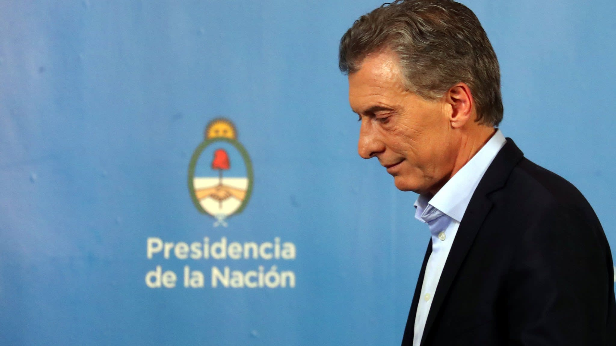 Argentine currency crisis spreads to politics