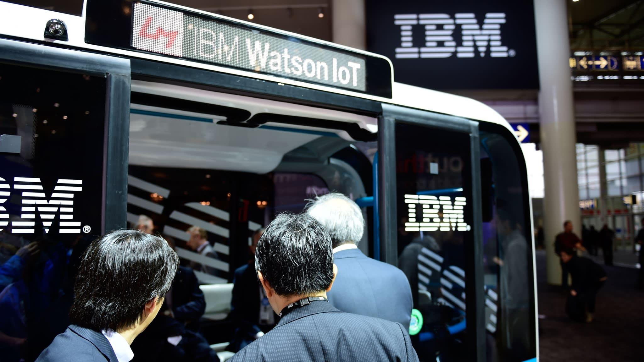 IBM rebound runs out of steam as revenue dips