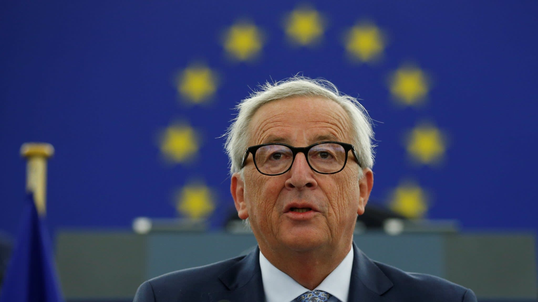 Juncker vows to turn euro into reserve currency to rival US dollar