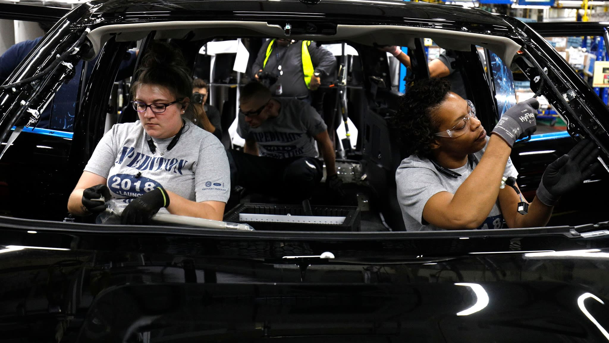 US economy adds 313,000 jobs, wage growth cools