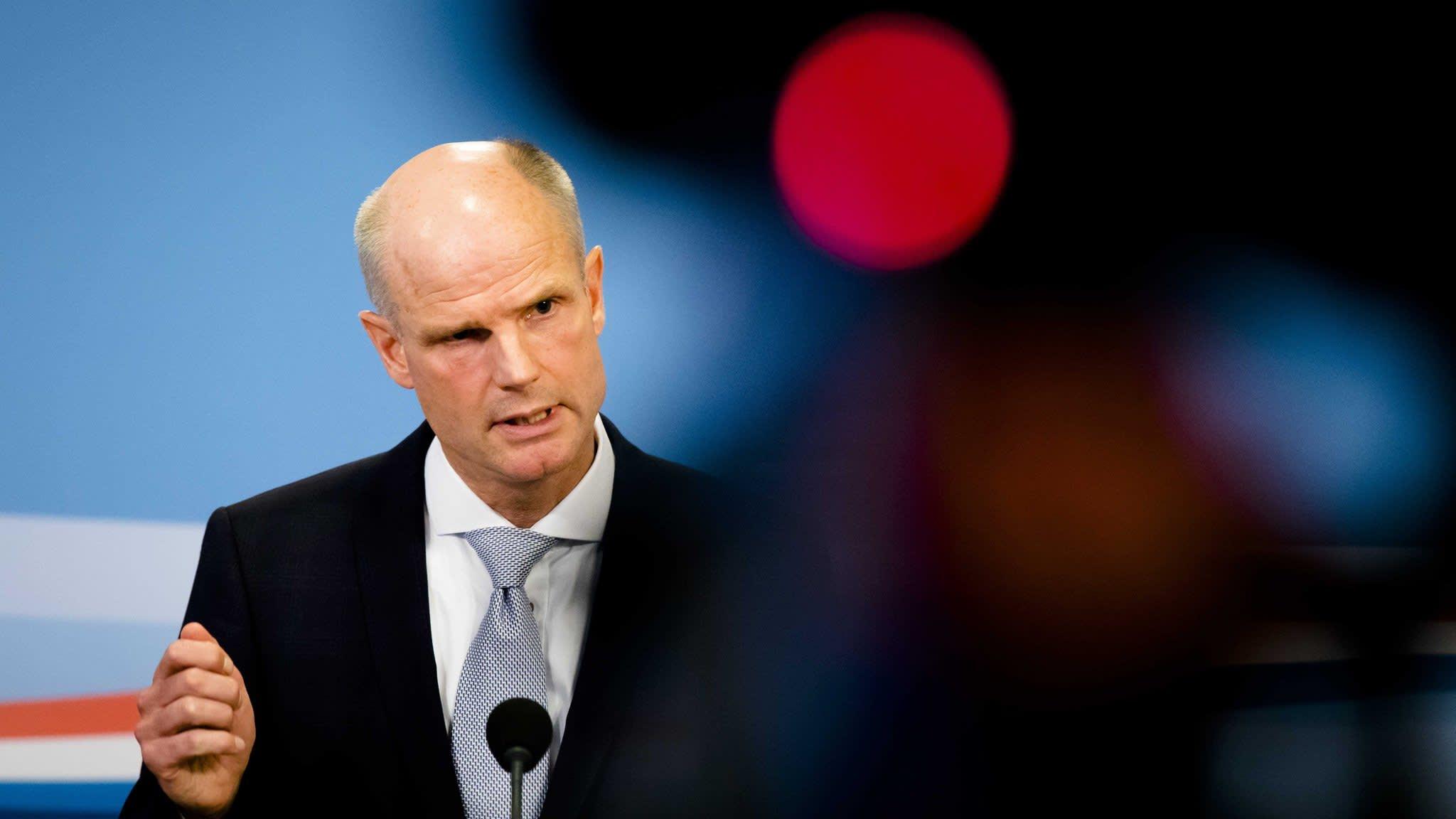 Wilders One Man Band Heads For Dutch Poll Destiny
