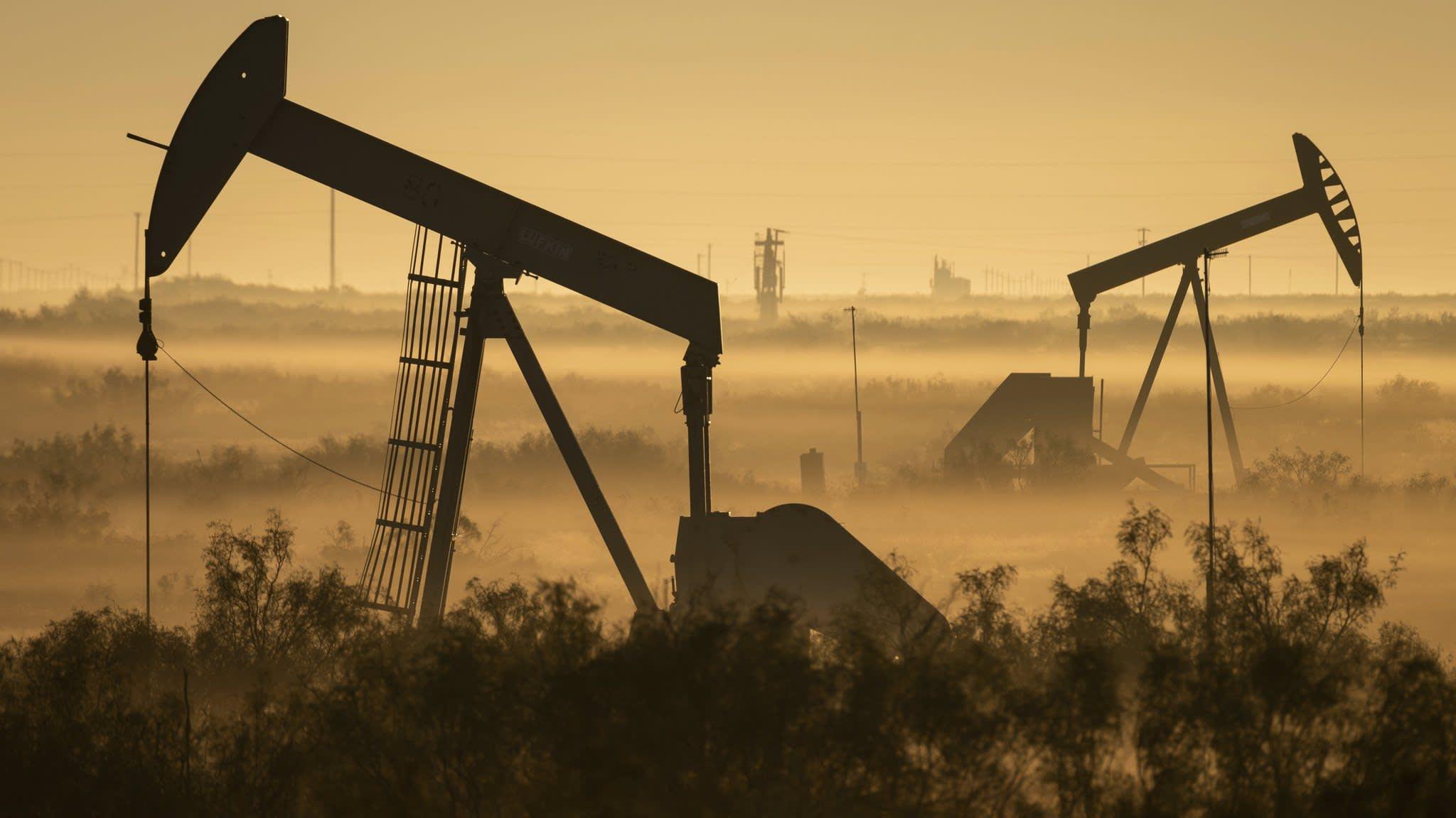 US oil enters bear market