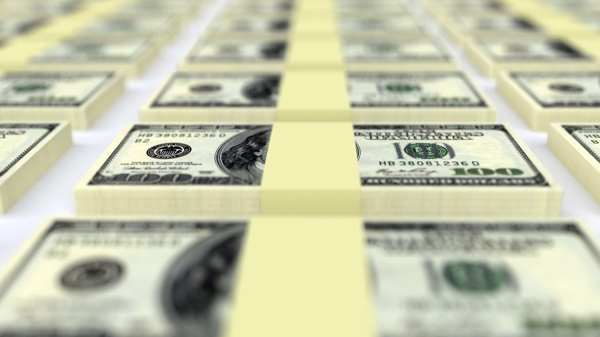 Investors tiptoe back into bond funds as market calms