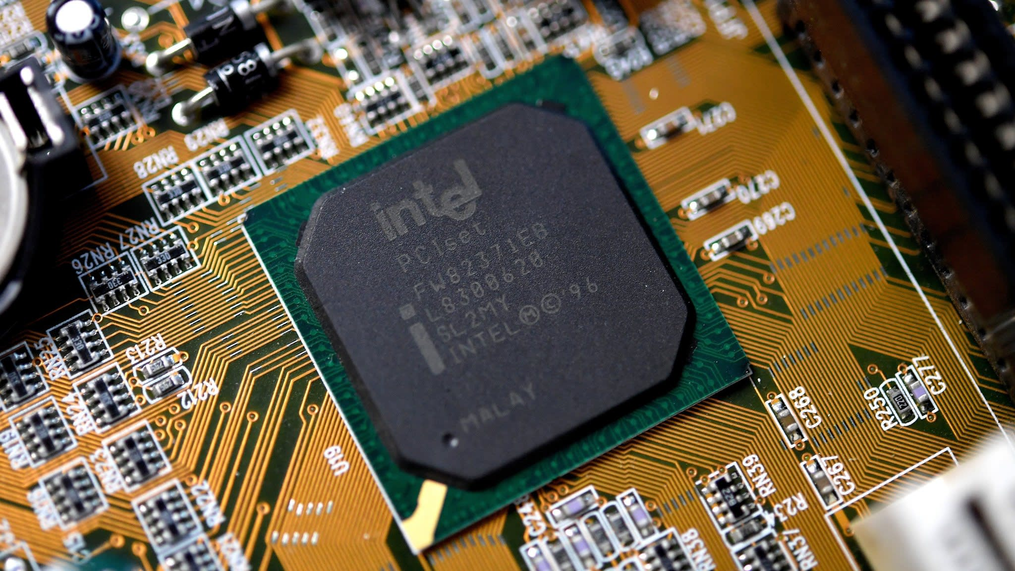 Intel reveals new microchip security flaw